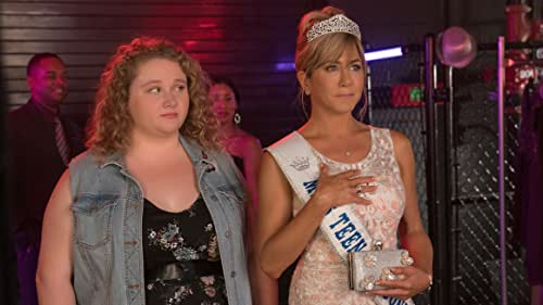 Dumplin' (Danielle Macdonald) is the plus-size, teenage daughter of a former beauty queen (Jennifer Aniston), who signs up for her mom's pageant as a protest that escalates when other contestants follow her footsteps, revolutionizing the pageant and their small Texas town.