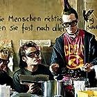 Til Schweiger, Sebastian Blomberg, Matthias Matschke, Doris Schretzmayer, and Nadja Uhl in Was tun, wenn's brennt? (2001)