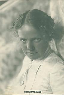 Greta Almroth Picture