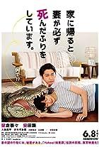 Ie ni kaeru to tsuma ga kanarazu shinda furi o shite imasu.