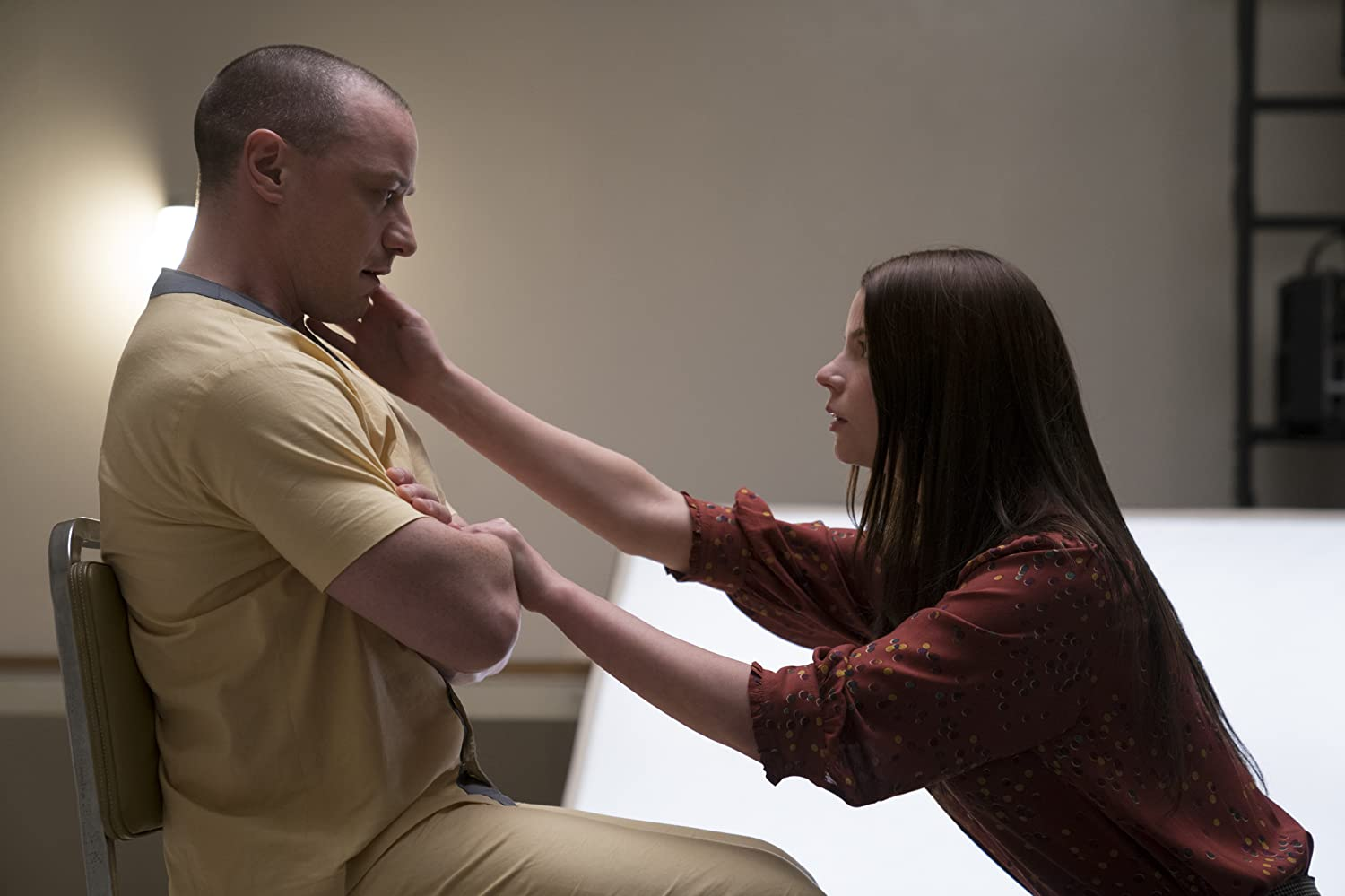 James McAvoy and Anya Taylor-Joy in Glass (2019)