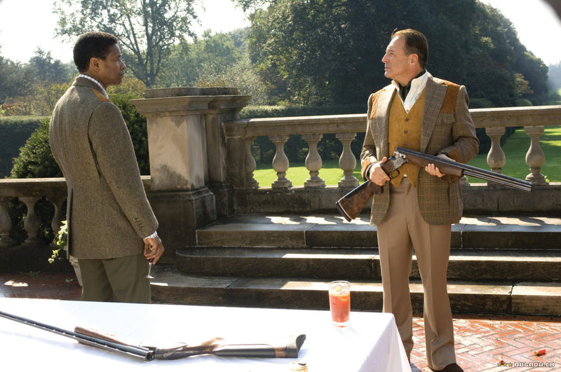 Denzel Washington and Armand Assante in American Gangster (2007)