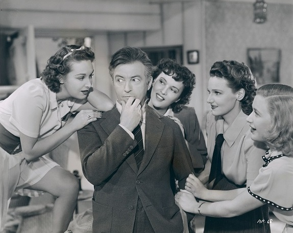 Claude Rains, Lola Lane, Priscilla Lane, Rosemary Lane, and Gale Page in Daughters Courageous (1939)