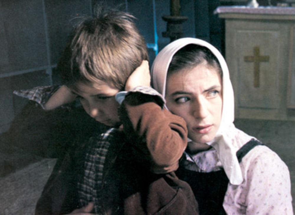 Mira Furlan in Braca po materi (1988)