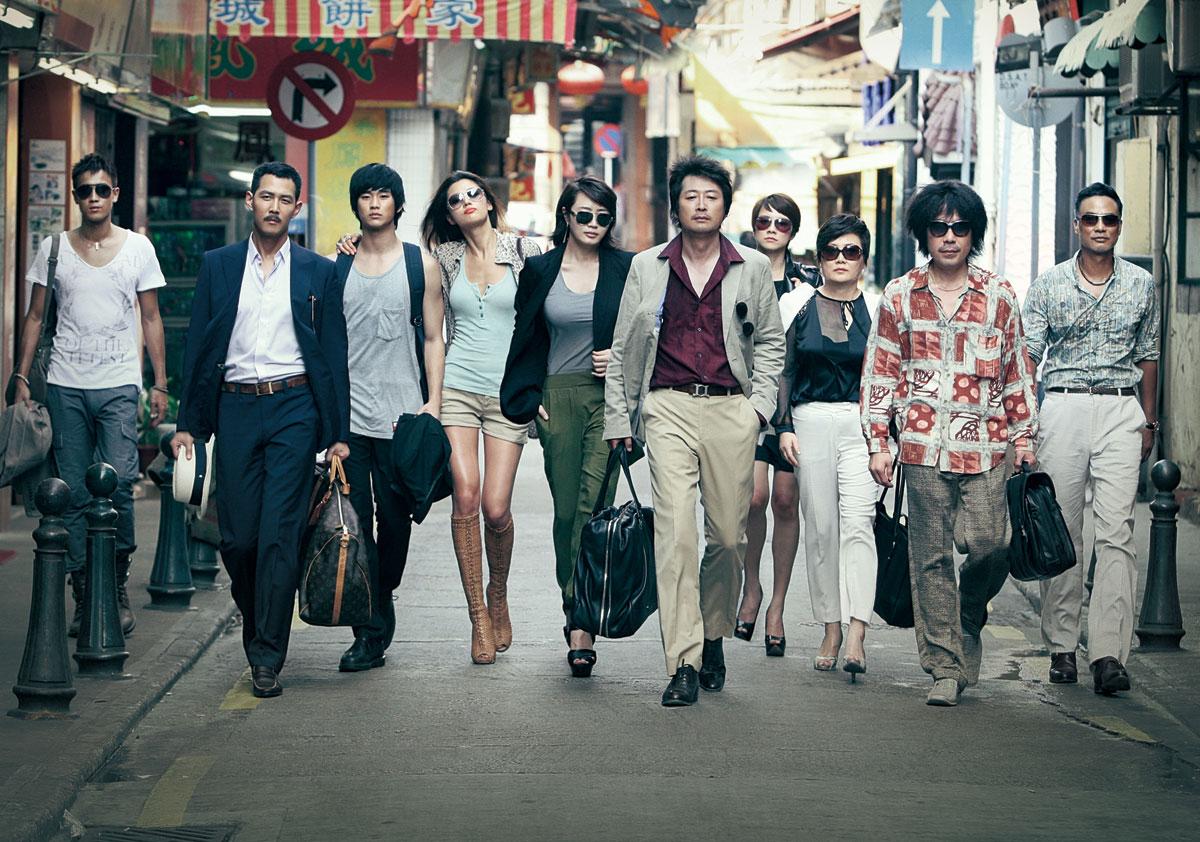 Ji-hyun Jun, Hye-su Kim, Jung-jae Lee, Simon Yam, Yoon-Seok Kim, and Soo-Hyun Kim in Dodookdeul (2012)