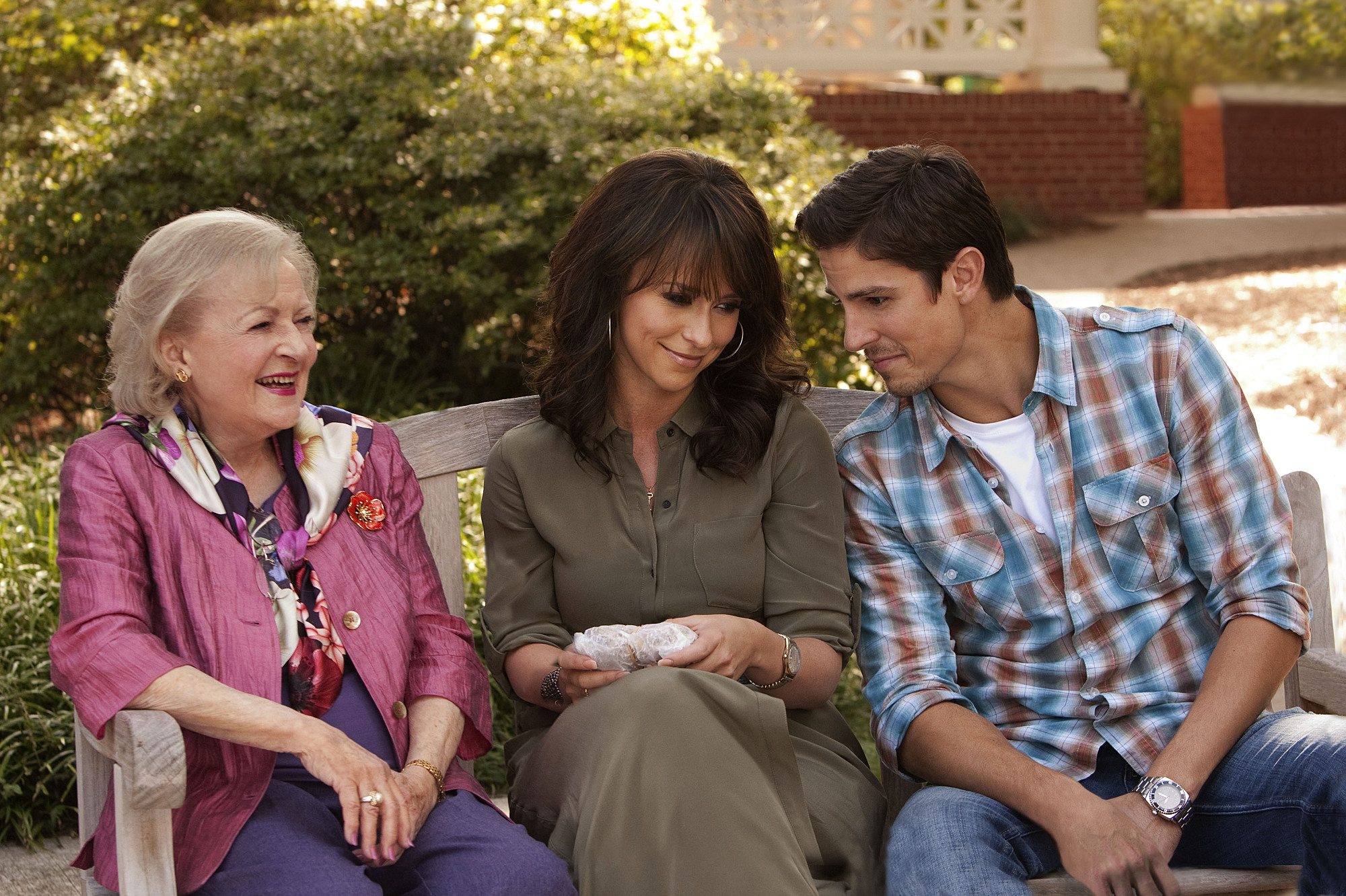 Jennifer Love Hewitt, Sean Faris, and Betty White in The Lost Valentine (2011)