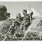 Sickan Carlsson and Åke Grönberg in Flickorna i Småland (1945)