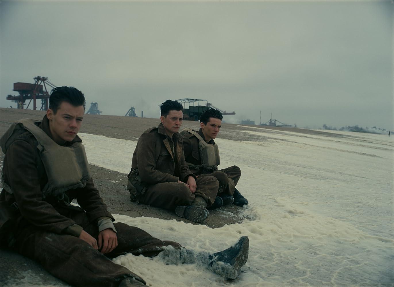 Aneurin Barnard, Harry Styles, and Fionn Whitehead in Dunkirk (2017)