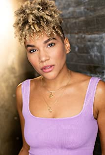 Emmy Raver-Lampman Picture