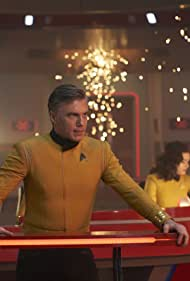Rebecca Romijn and Anson Mount in Star Trek: Discovery (2017)