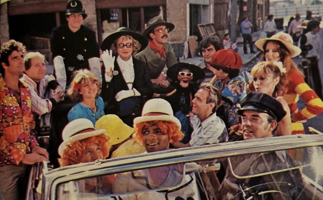 Bette Davis, Robin Williams, Kim Braden, Claire Faulconbridge, Wayland Flowers, June Gable, Ben Powers, Bill Rafferty, Lenny Schultz, Michael Sklar, Ed Bluestone, Antoinette Atell, and Nancy Bleiweiss in Laugh-In (1977)