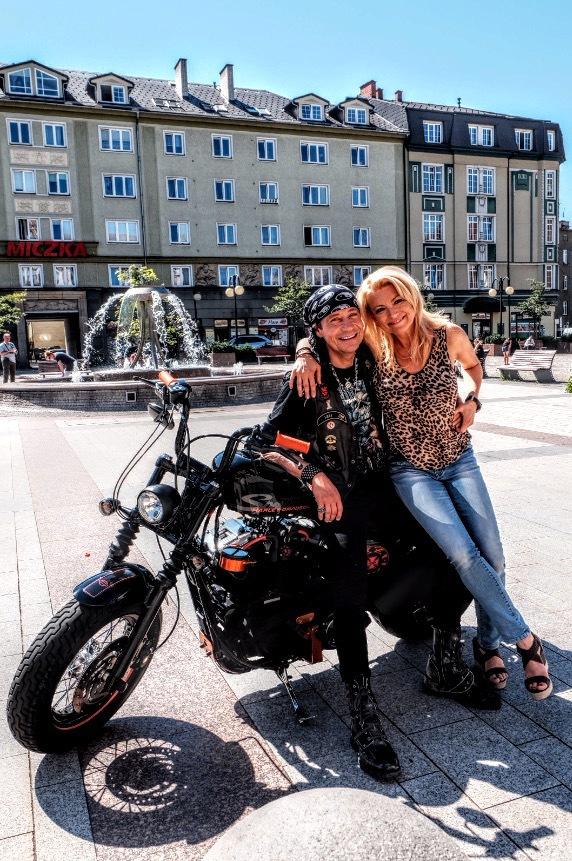 Pavel Kríz and Eva Vejmelková in Muzzikanti (2017)