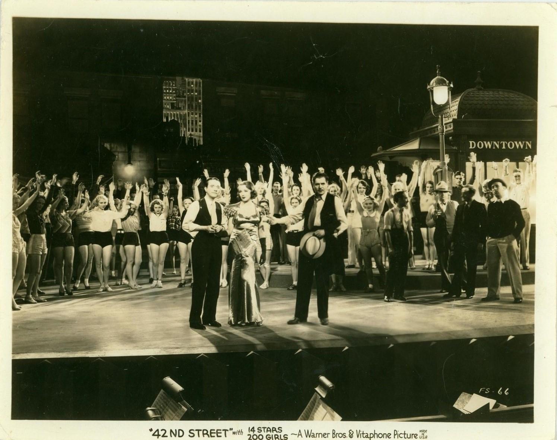 Joan Barclay, Warner Baxter, Virginia Dabney, Bebe Daniels, Patsy Farnum, June Glory, Mary Halsey, Barbara Rogers, George E. Stone, Renee Whitney, and Pat Wing in 42nd Street (1933)