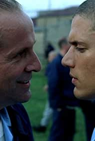 Peter Stormare and Wentworth Miller in Prison Break (2005)
