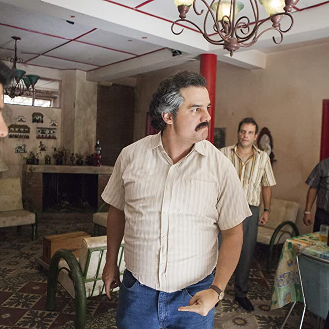 Wagner Moura, Diego Cataño, Federico Rivera, and Leynar Gomez in Narcos (2015)