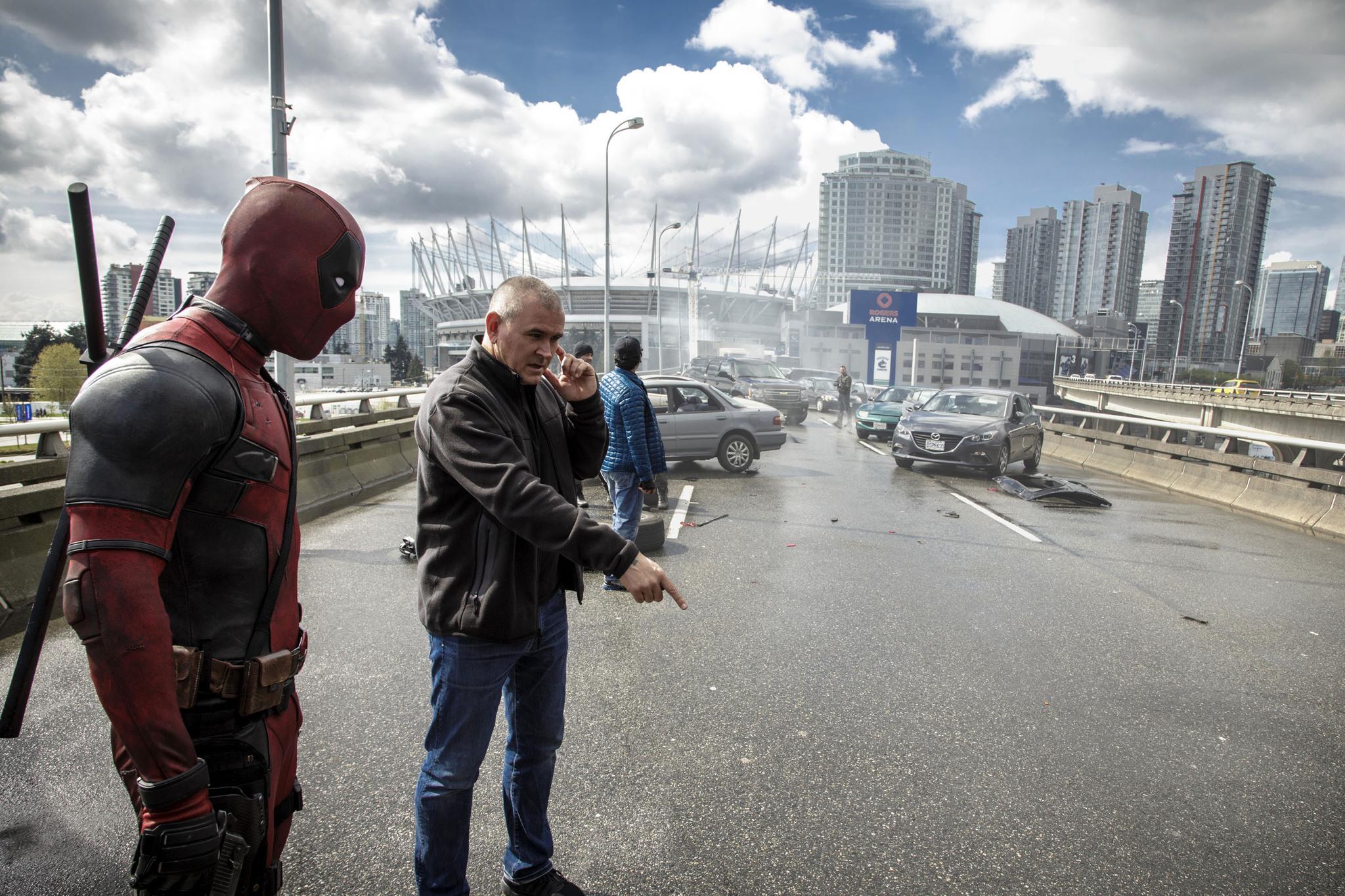 Ryan Reynolds and Tim Miller in Deadpool (2016)