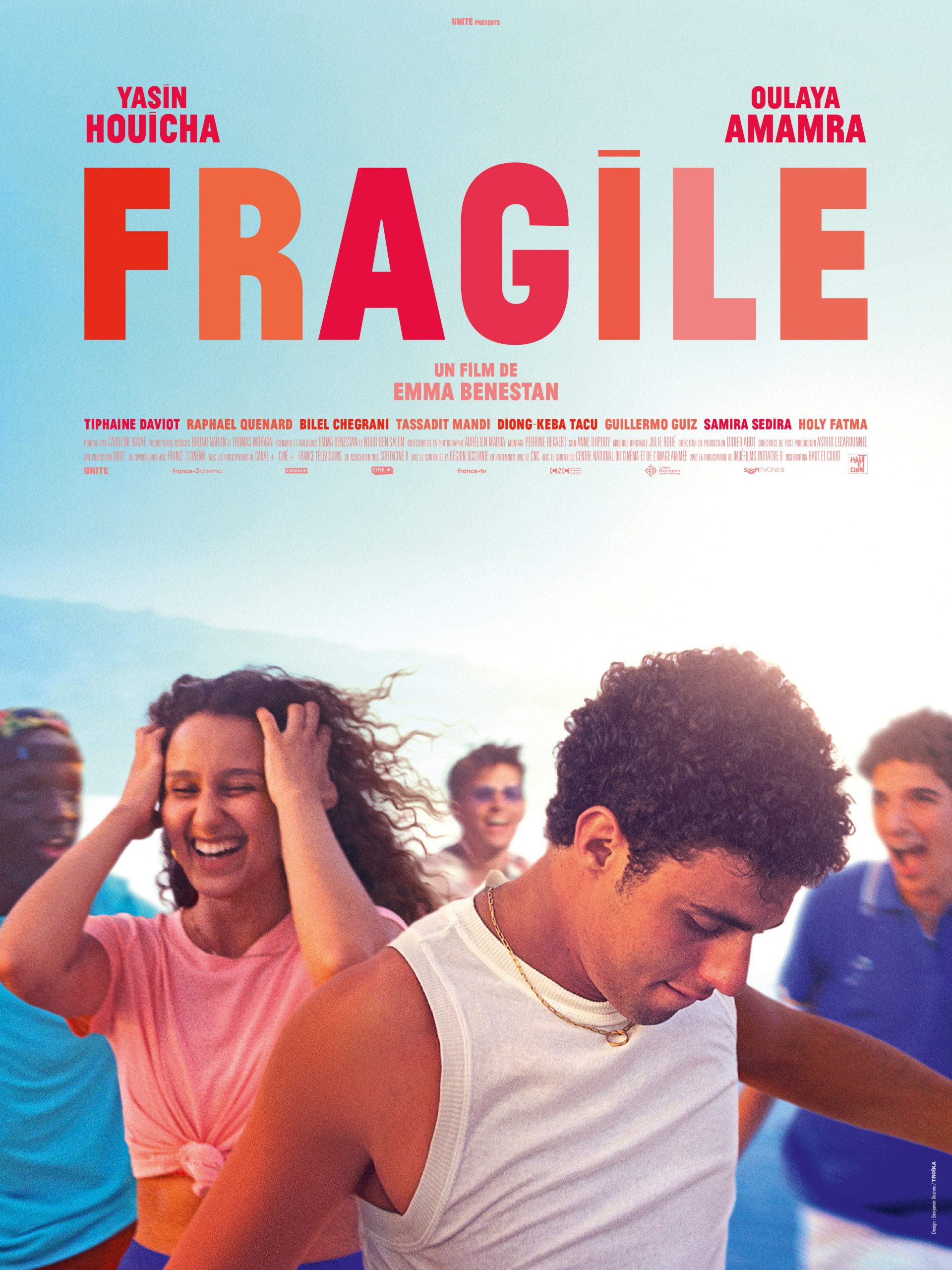 Download Fragile (2021) Full Movie [In French] With Hindi Subtitles | CAMRip 720p [1XBET] FREE on 1XCinema.com & KatMovieHD.sk
