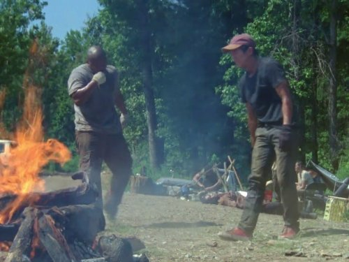 Irone Singleton and Steven Yeun in The Walking Dead (2010)
