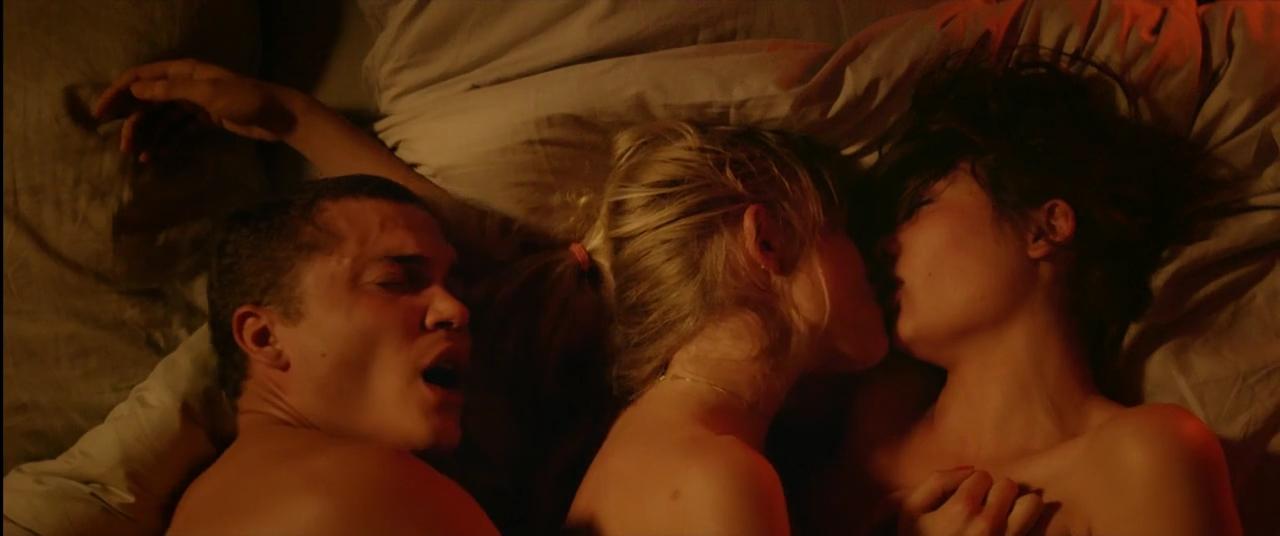 Dragoste - Love (2015) Online Subtitrat in Romana