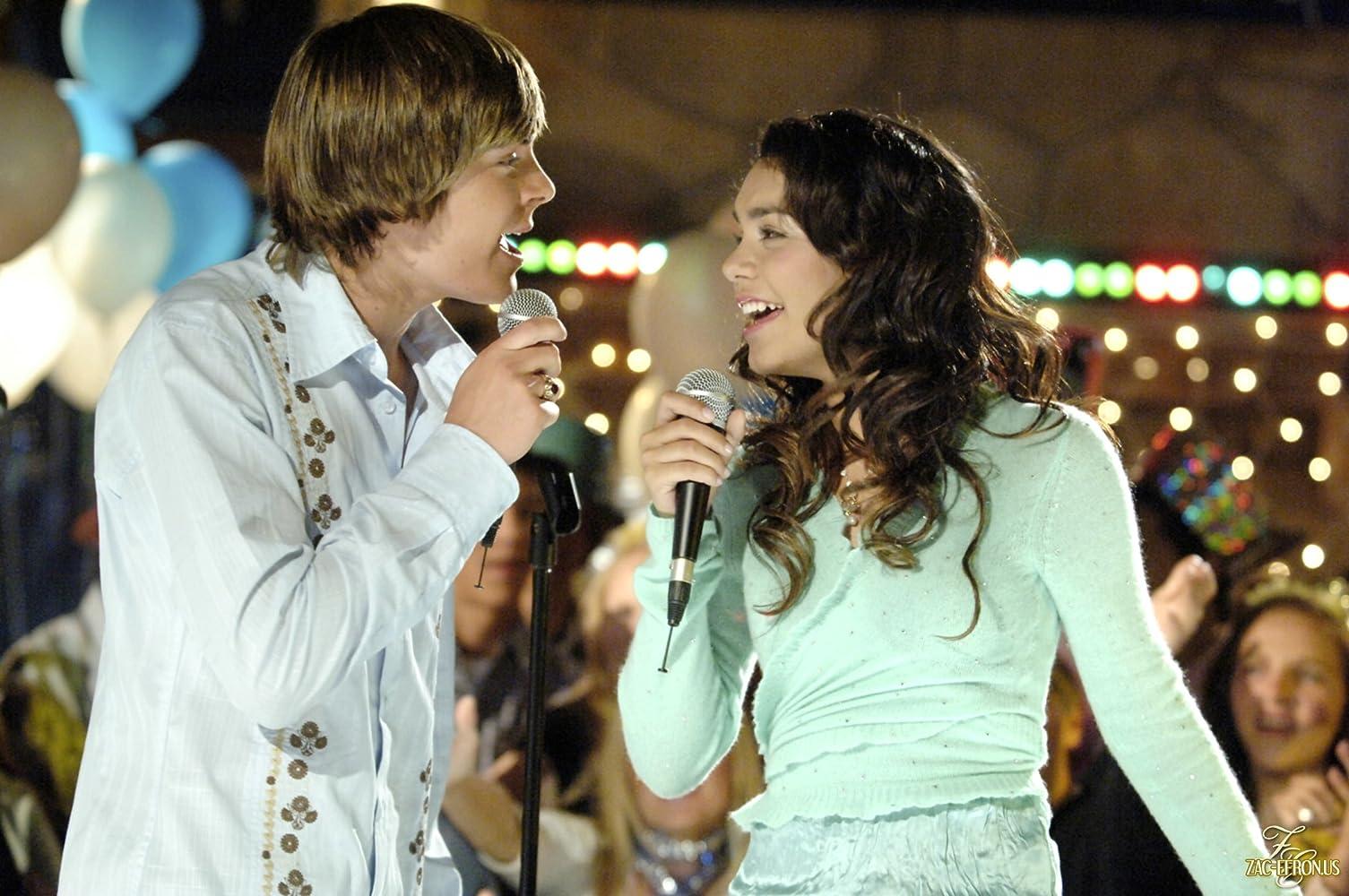 Vanessa Hudgens and Zac Efron in High School Musical (2006)