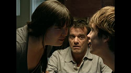 Lena is a lonely, plump adolescent girl. Much to her surprise she gets a relationship with the popular but unreliable Daan. Lena moves in with Daan and his strange father Tom and is willing to do a lot for his love. More than a lot.