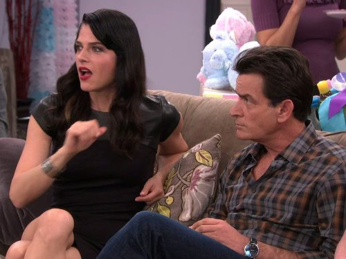 Charlie Sheen and Selma Blair in Anger Management (2012)