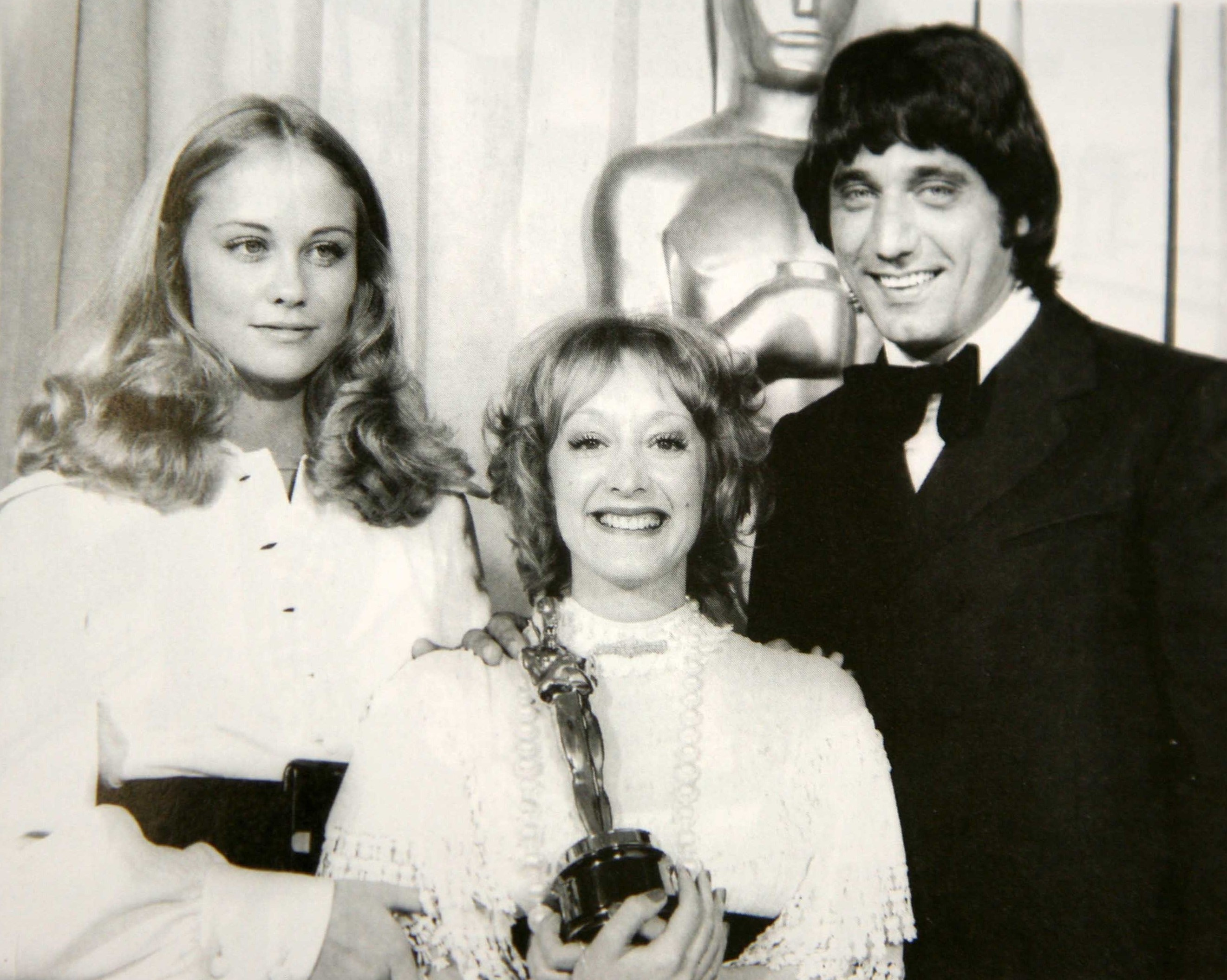 Cybill Shepherd, Yvonne Blake, and Joe Namath at an event for 44th Annual Academy Awards (1972)