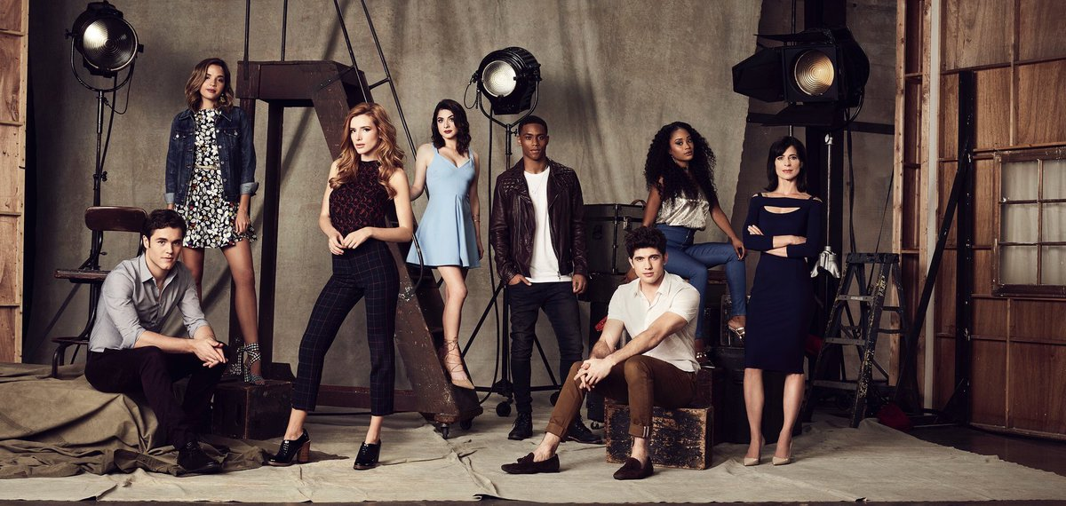 Perrey Reeves, Carter Jenkins, Niki Koss, Bella Thorne, Georgie Flores, Pepi Sonuga, Charlie DePew, and Keith Powers in Famous in Love (2017)