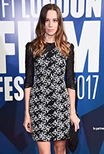 Chloe Pirrie Picture