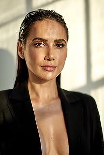 Yasmine Aker Picture
