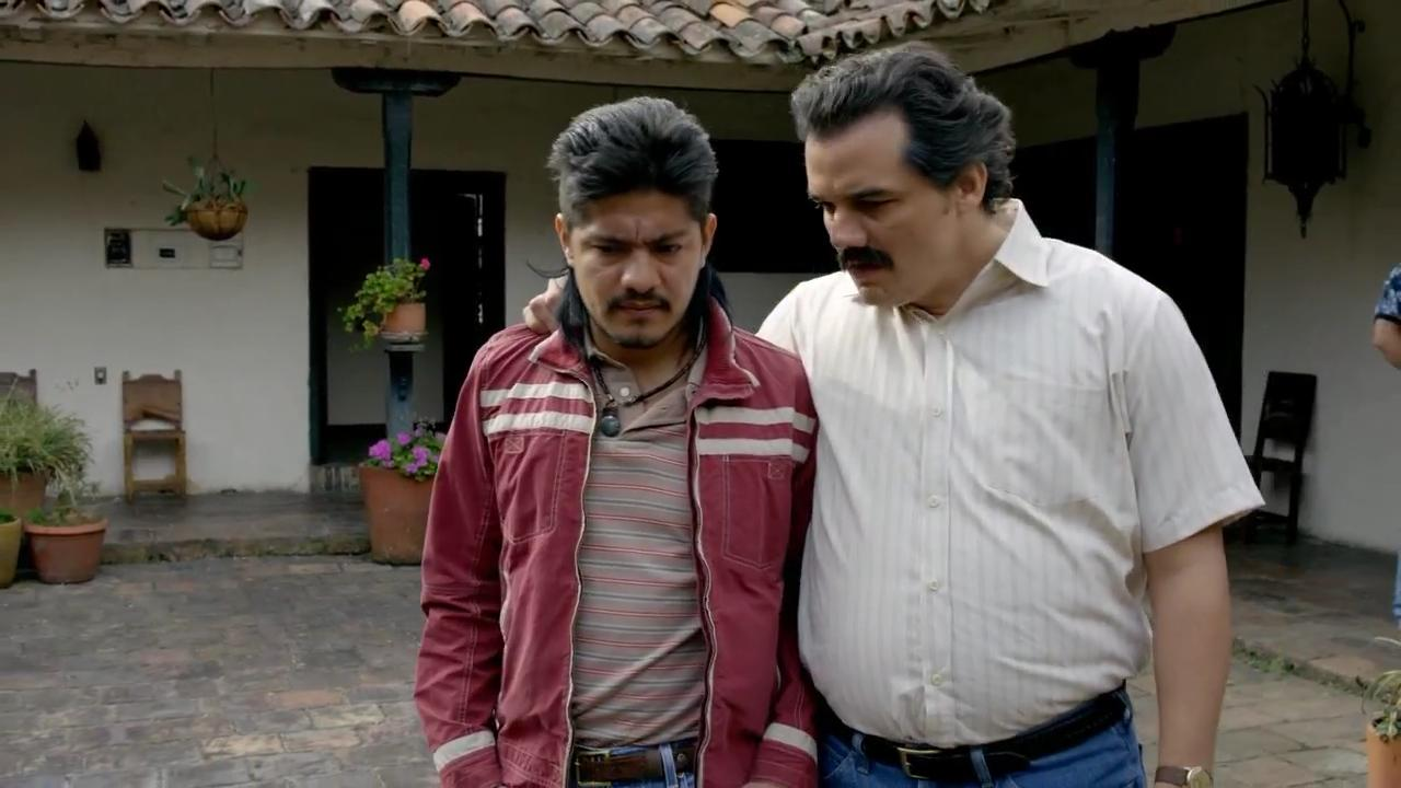 Wagner Moura and Leynar Gomez in Narcos (2015)