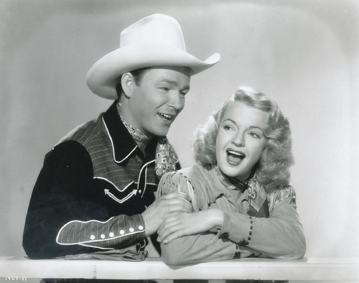 Roy Rogers and Dale Evans in Under Nevada Skies (1946)