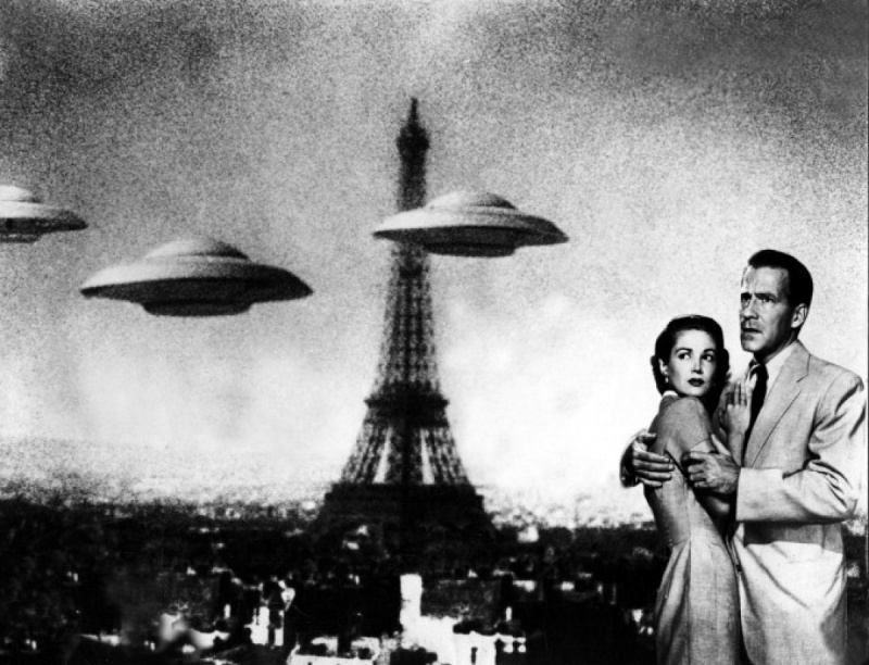 Hugh Marlowe and Joan Taylor in Earth vs. the Flying Saucers (1956)