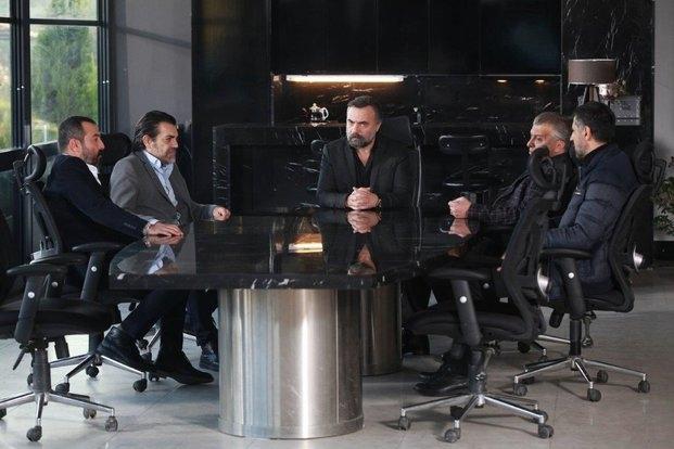 Oktay Kaynarca, Hüseyin Avni Danyal, Mustafa Üstündag, Kenan Çoban, and Savas Özdemir in Eskiya Dünyaya Hükümdar Olmaz (2015)