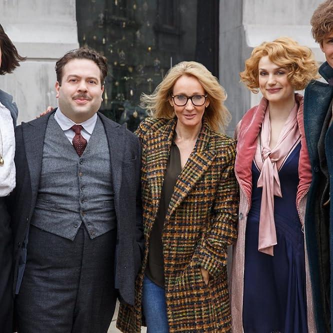 Dan Fogler, J.K. Rowling, Alison Sudol, Eddie Redmayne, and Katherine Waterston in Fantastic Beasts and Where to Find Them (2016)