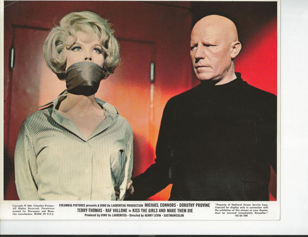 Dorothy Provine in Se tutte le donne del mondo... (Operazione Paradiso) (1966)
