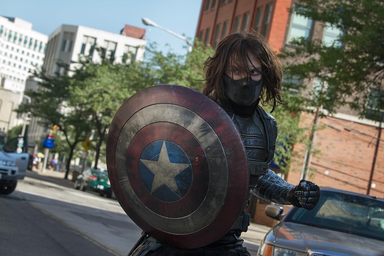 Steve Rogers dipertemukan kembali dengan Bucky, sahabatnya dari masa lalu. Namun keadaan Bucky sudah dicuci otak oleh Hydra dan dijadikan senjata hidup mereka.
