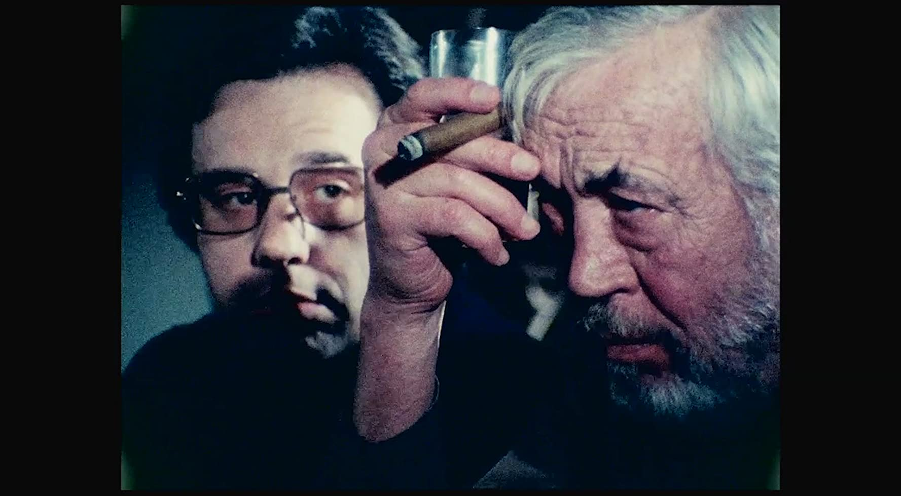 Peter Bogdanovich and John Huston in The Other Side of the Wind (2018)