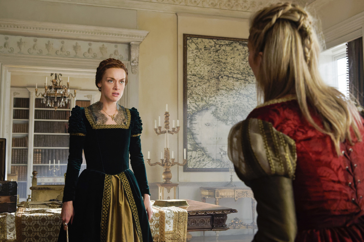Rachel Skarsten and Megan Hutchings in Reign (2013)