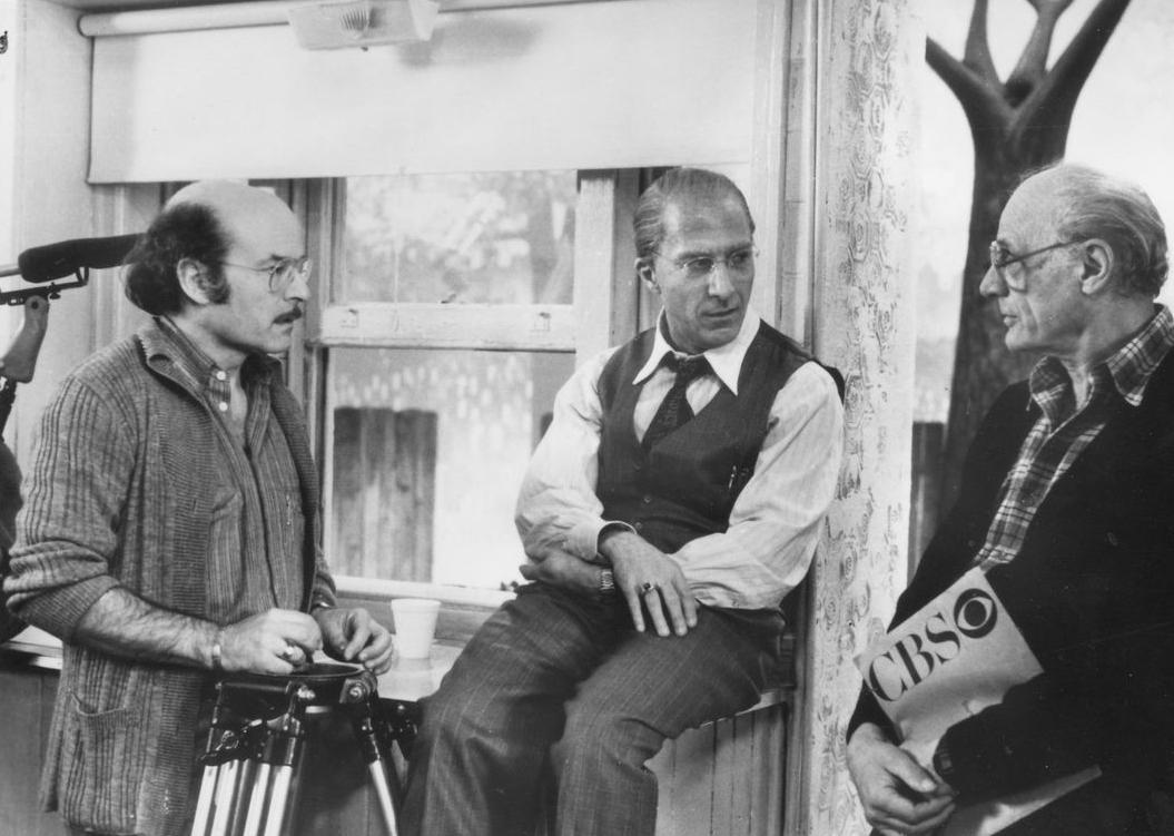 Dustin Hoffman, Arthur Miller, and Volker Schlöndorff in Death of a Salesman (1985)