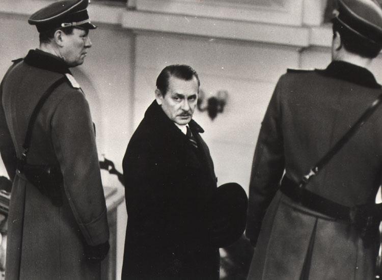 Tadeusz Lomnicki in ... gdziekolwiek jestes, panie prezydencie... (1978)