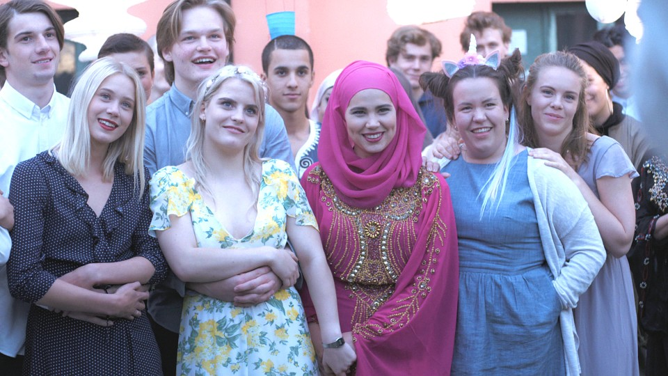 Ina Svenningdal, Henrik Holm, Josefine Frida Pettersen, Ulrikke Falch, Lisa Teige, Tarjei Sandvik Moe, Iman Meskini, Thomas Hayes, David Alexander Sjøholt, Ruby Dagnall, Simo Mohamed Elhbabi, and Mutasim Ahmed in Skam (2015)