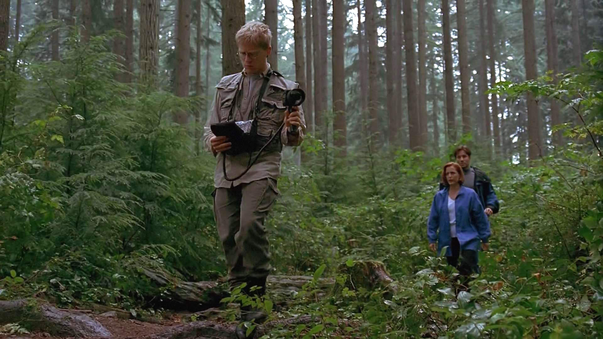 Gillian Anderson, David Duchovny, and Anthony Rapp in The X Files (1993)