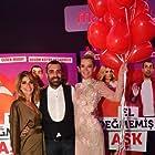 Begüm Kütük, Emre Karayel, and Ceren Moray at an event for El Degmemis Ask (2016)