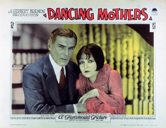 Clara Bow y Norman Trevor en Dancing Mothers (1926)