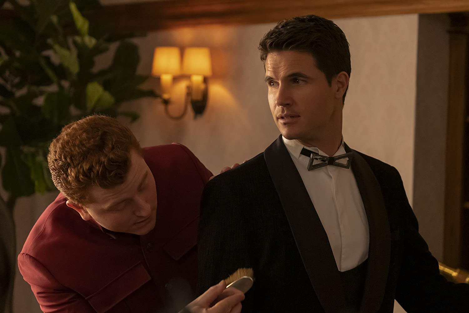 Robbie Amell and Owen Daniels in Upload (2020)