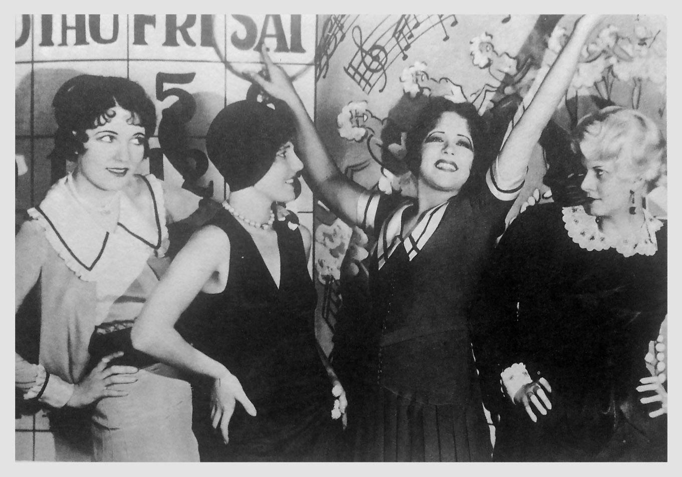 Jean Arthur, Jean Harlow, Clara Bow, and Leone Lane in The Saturday Night Kid (1929)