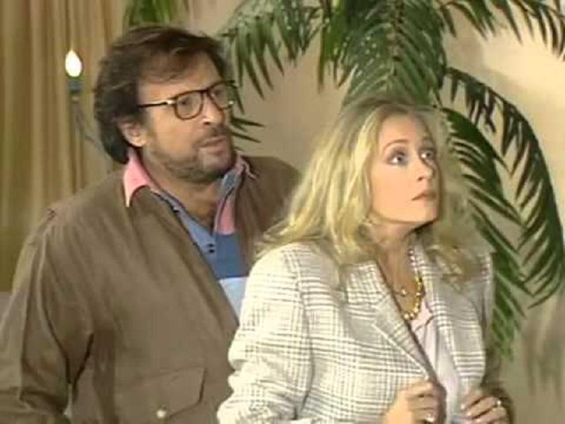 Kostas Karras and Nora Valsami in O hiros, i hira kai ta heirotera (1993)