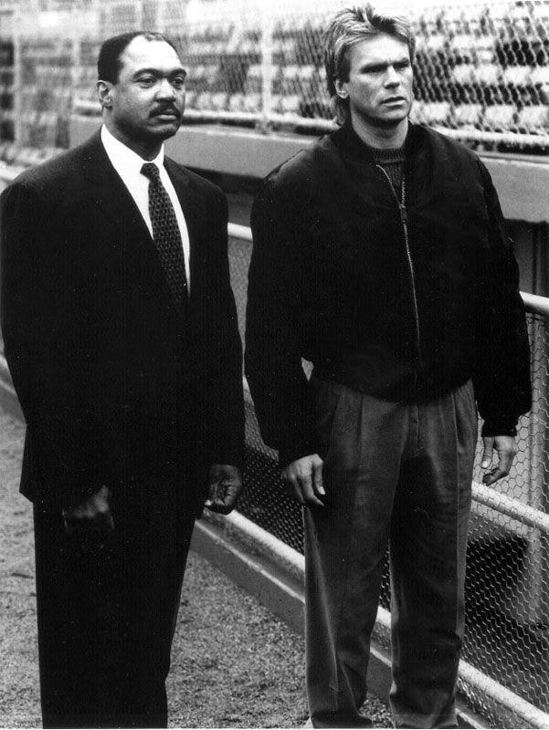 Richard Dean Anderson and Reggie Jackson in MacGyver (1985)