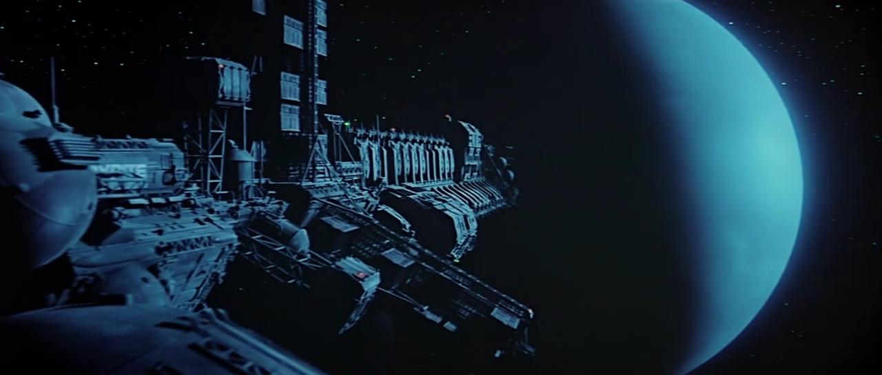 ядерный крейсер ...  двигательный отсек, жилой, фермы - напоминает ядерный планетолёт. Совпадение?
